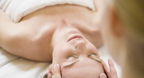 按摩胸部哪个穴位可以起到丰胸的效果?