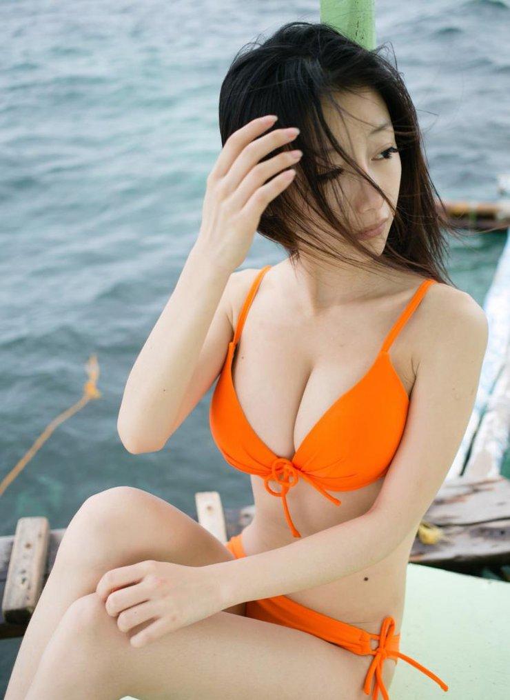日系美女清凉比基尼身材火辣