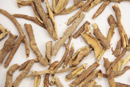 香加皮和五加皮皆具有的功效是A.利水消肿B.祛风湿C.补...
