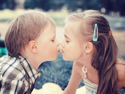 孩子好奇接吻片段 怎样化解尴尬