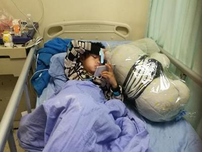9岁男孩食道严重烧伤 再造食道取一截肠道代替
