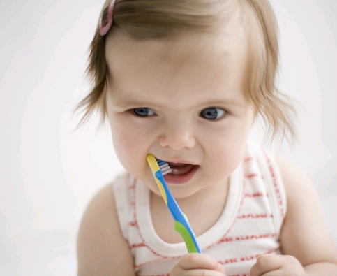 爸爸妈妈们要注意保护孩子的牙齿,让宝宝更加健康.