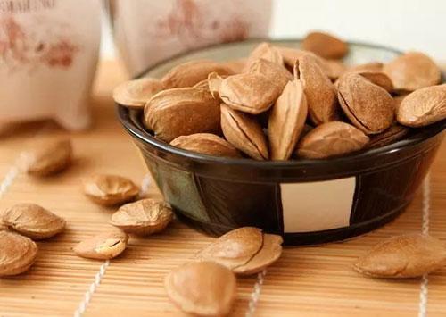 1,杏仁  我们都知道杏仁中含有多种的矿物质且它的钙含量高.图片