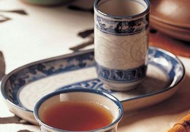 经常会使用桑叶来泡水喝,那么究竟桑叶菊花饮品的功效和作用是什么呢?