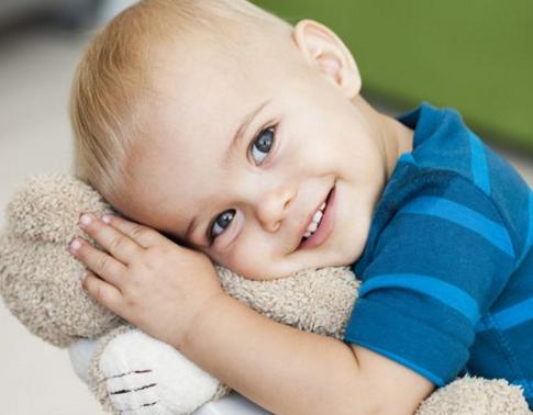 尤其是宝宝三天以上都没有大便,而且排便时很难受,那么小家伙可能有