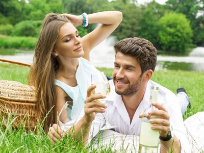 男人高潮后射出的精液是土黄色正常吗