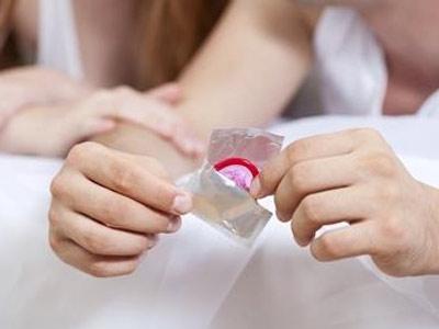 爱爱时戴了避孕套还会怀孕吗
